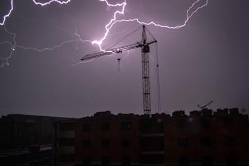 Молния над городом