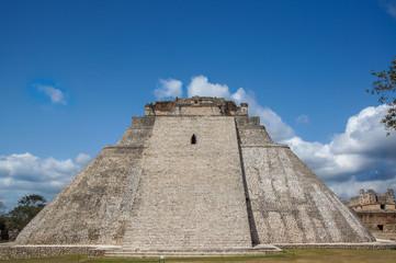 uxmal : pyramide du devin