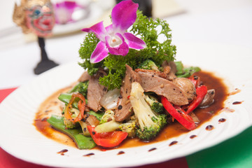 Stir fried grill duck with black pepper.