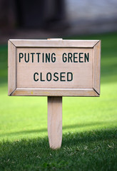 golf sign putting green closed