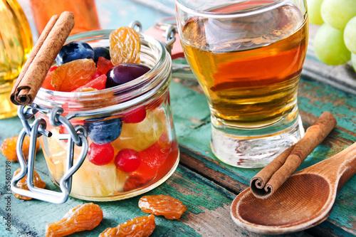 Rumtopf - Punsch mit Früchten