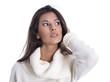 Gesicht Blick einer jungen Frau isoliert - dunkelhaarig im Pulli