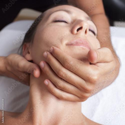 Behandlung der Halswirbel