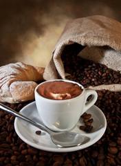 Caffè con panna e cacao
