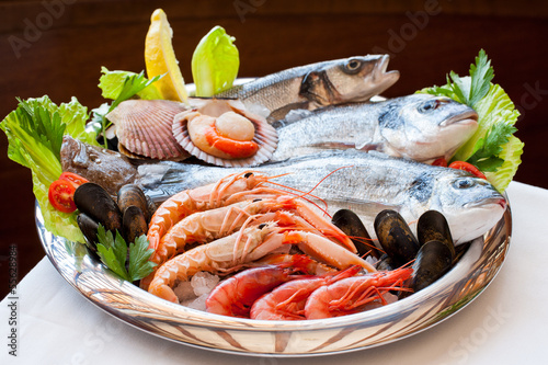 Appetizing seafood platter.