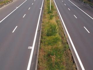 Autobahn mit Pannenstreifen
