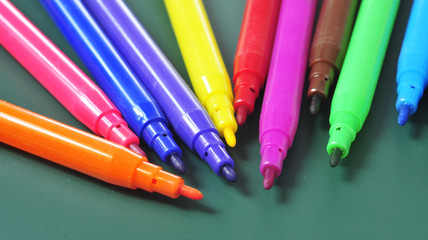 felt-tip pens of different colors