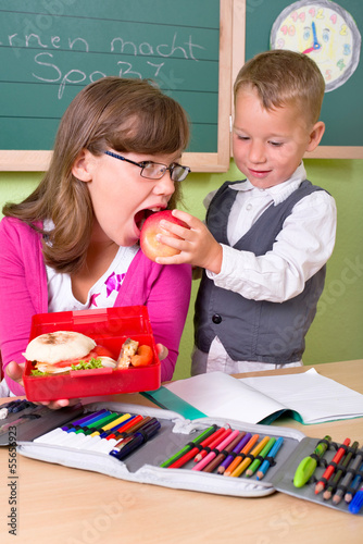 Kinder bei der Schulpause