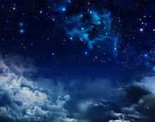 Piękne tło nocnego nieba z gwiazdami