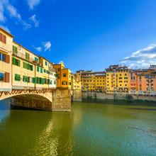 Ponte Vecchio sur le coucher du soleil, vieux pont, Florence. Toscane, Italie.
