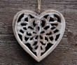 Herz aus Holz mit Durchbruch