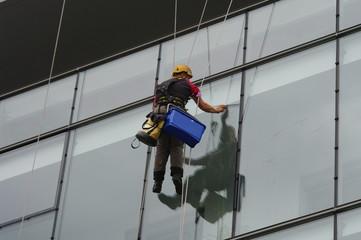 laveur de vitres acrobate