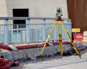 ' Station totale ' de géomètre sur un chantier