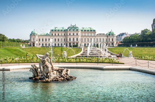 Leinwanddruck Bild Famous Schloss Belvedere in Vienna, Austria