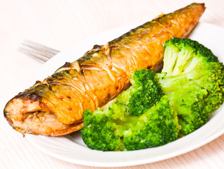 grilled fish with broccoli