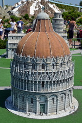 Italia in miniatura, il battistero di Pisa