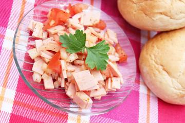 Wurstsalat mit Tomaten