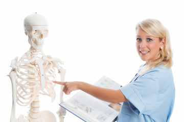 Frau Doktor mit Skelett