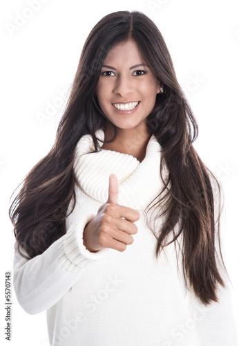 Schöne lachende junge Frau drückt die Daumen isoliert