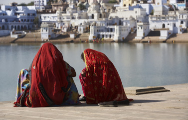 India, Pushkar, indian women by the sacred lake