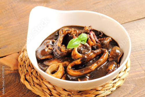 Calamares en su tinta. Squid in ink sauce