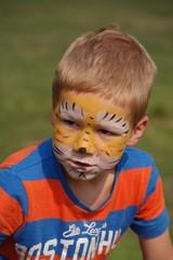 Kind mit Tigergesicht - Kinderschminken