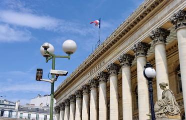 Caméra vidéo et La Bourse; Paris.