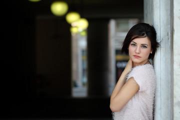 Ritratto di ragazza con luci sfondo