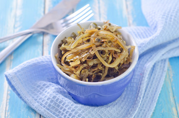 salad with kelp in blue bowl