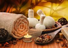 Background masaż z toczonymi ręcznik, bale spa i świec