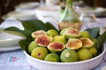 Plate of ripe figs - Fichi