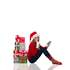 frau mit geschenken und tablet