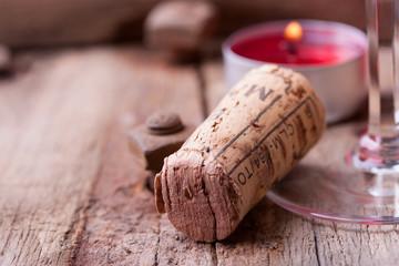 Weinkorken auf Holz - Textfreiraum