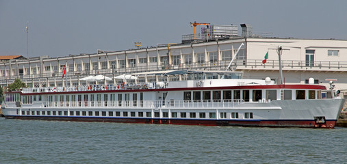 long boat restaurant for the transportation of tourists in Venic