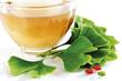 Ginko Tee in der Tasse mit Blättern und Tabletten