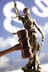 Hammer mit Statue der Gerechtigkeit, Nahaufnahme