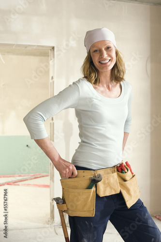 Junge Frau auf der Baustelle, Porträt