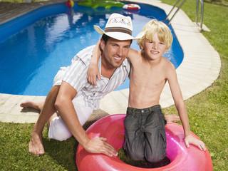 Vater und Sohn im Garten, Portrait