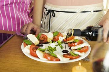 Vorbereitung Mozzarella mit Tomaten
