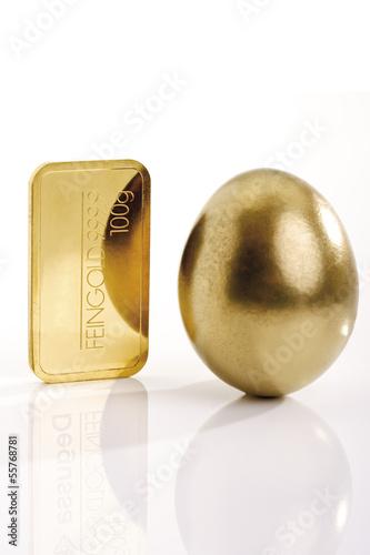 Goldbarren und goldenes Ei