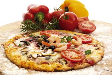 Frische Pizza und Zutaten, Nahaufnahme