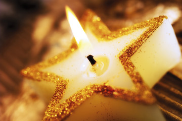 Brennende Weihnachtskerze