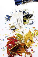 Karneval, Maske und ein Glas Champagner