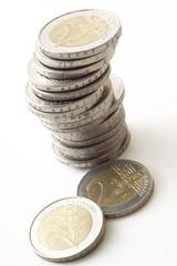 haufen von 2 Euro Münzen