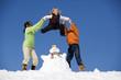 Österreich, Mädchen mit Schneemann
