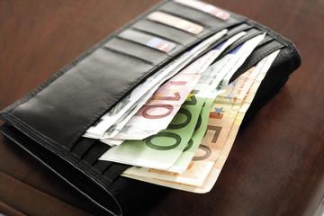 Geldbörse mit Euro-Banknoten, Nahaufnahme