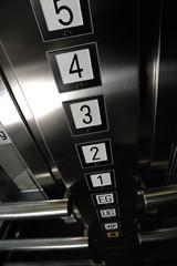 Tasten in Aufzug