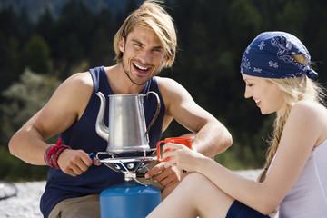 Deutschland, Bayern, Junges Paar, Camping