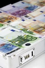 Euro-Banknoten im Koffer, Nahaufnahme