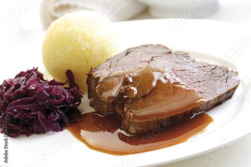 Roastbeef mit Beilagen, Nahaufnahme